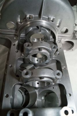 V12 Crankcase crankshaft main bearings